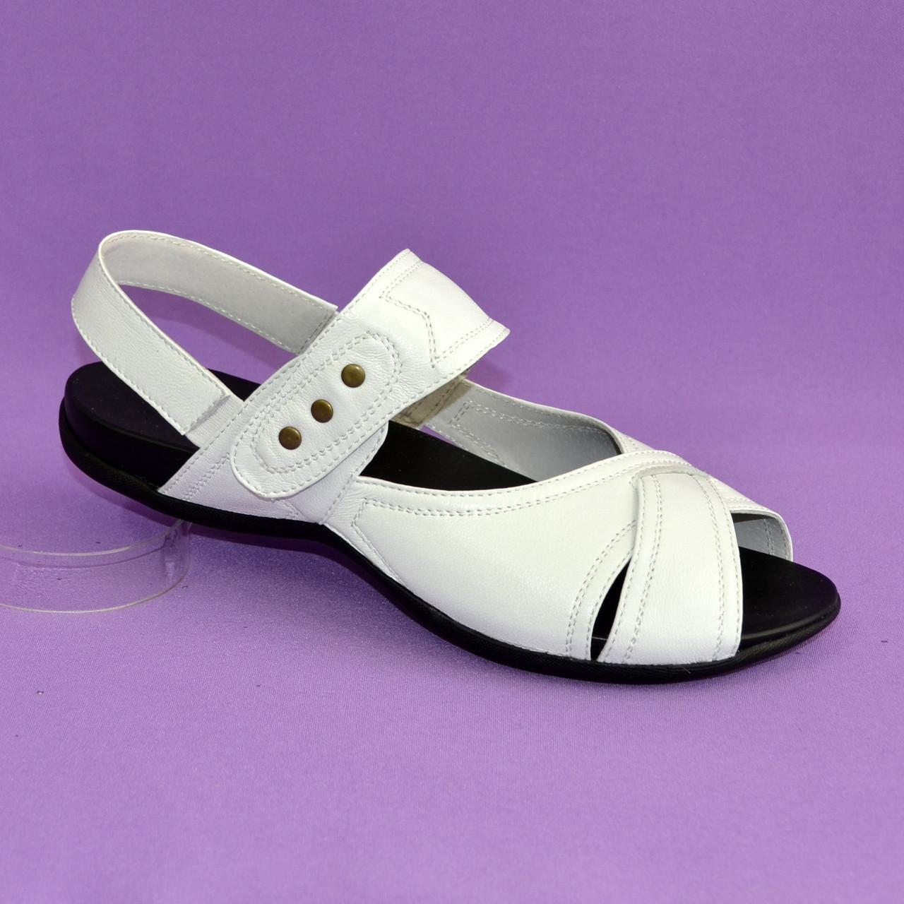 094cc799f329 Купить Женские босоножки, из натуральной кожи белого цвета, на плоской  подошве в ...