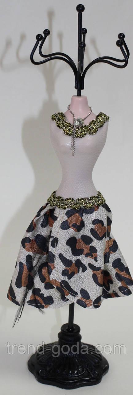 Вешалка настольная для украшений, бежевое платье