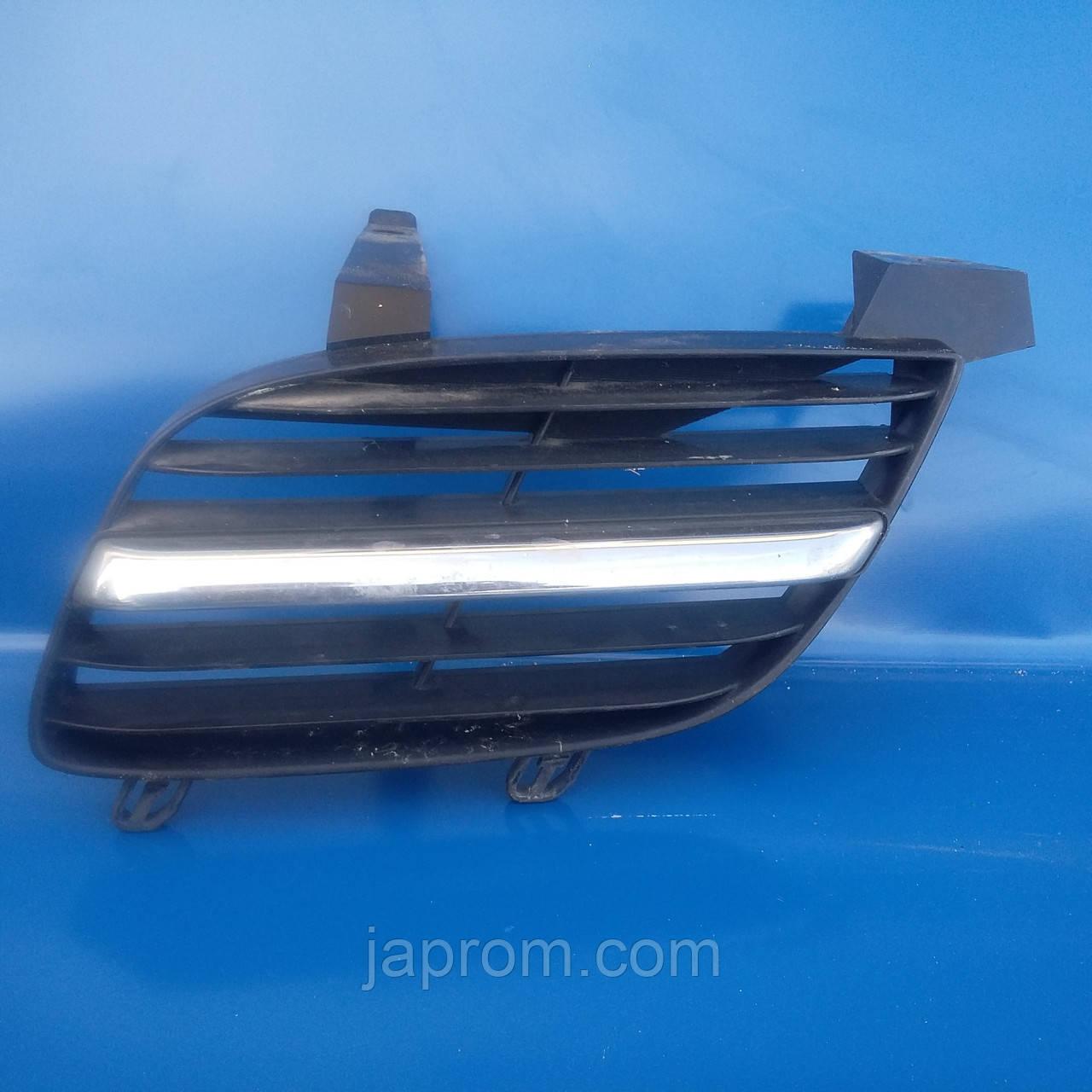 Решетка радиатора левая Nissan Almera N16 2000-2006г.в