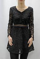 Короткое черное кружевное платье с длинным рукавом