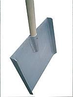 Лопата снегоуборочная с накладным клепаным ушком,деревянной ручкой (АМГ3) алюминиевая 450х370мм