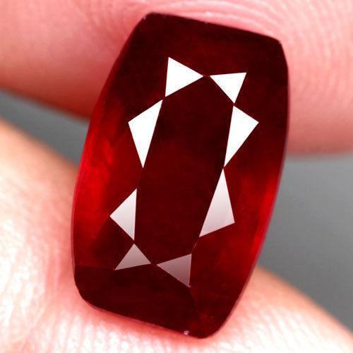 Рубін натуральний 5.75 Ct. 12,5 х 7,9 х 5,5 мм