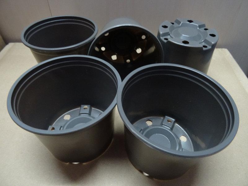 Горшки стаканчики для рассады с перфорацией ∅ 9 см. 370 мл. (65 шт в упаковке)