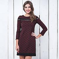 Молодежное бордовое платье с кружевом