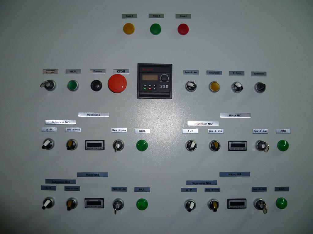 Шкаф каскадного регулирования работы насосов.