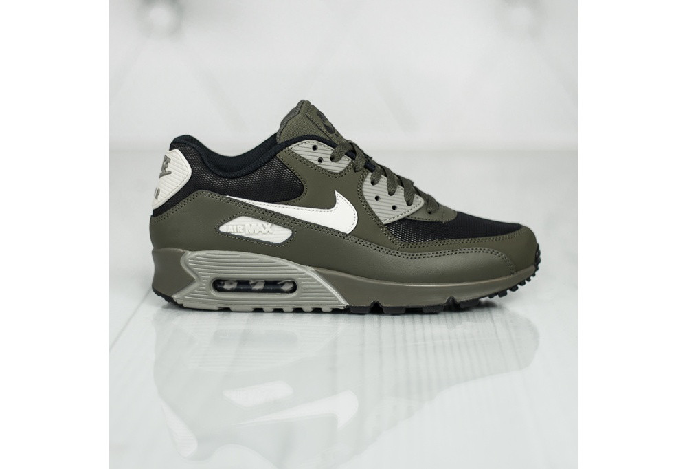 09125d77 Оригинальные мужские кроссовки Nike Air Max 90 Essential - All-Original  Только оригинальные товары в