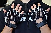Перчатки для занятий в спортзале и велоспорта.