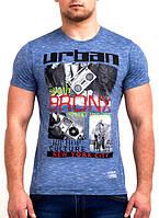 Яркая принтированная футболка на лето