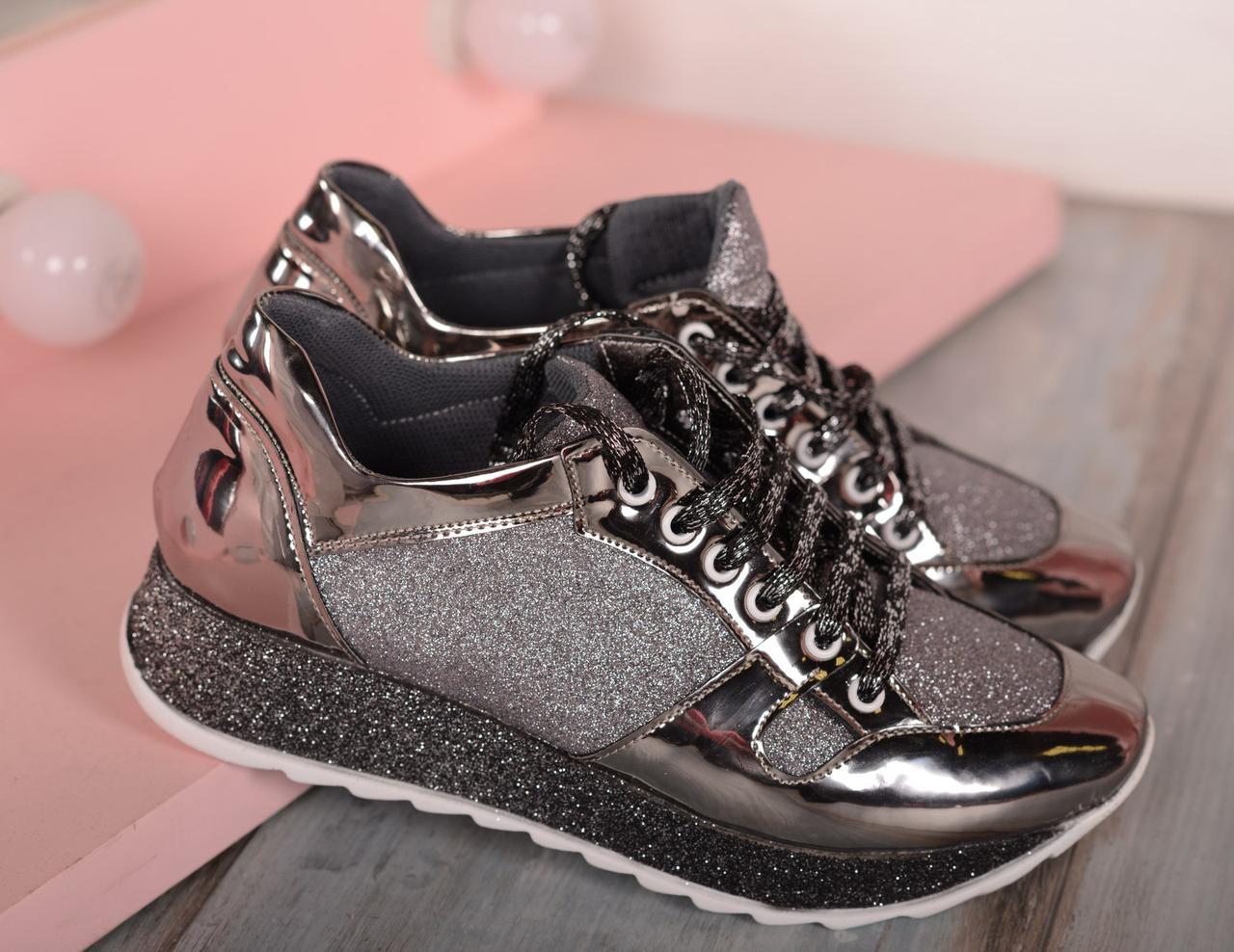 Кроссовки на толстой подошве цвета никель