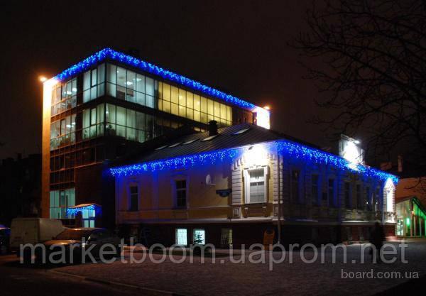 Новогоднее оформление зданий, гирлянда бахрома синяя