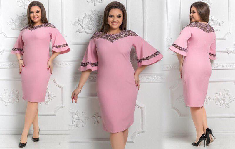 Роскошное женское платье с нарядными рукавами