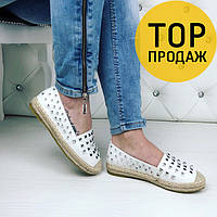 Женские лоферы с шипами, белого цвета / туфли лоферы женские кожаные, удобные, стильные