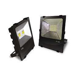 Сравнение внешнего вида уличных светодиодных ЛЕД LED прожекторов 50 Вт с матрицами типа COB и SMD