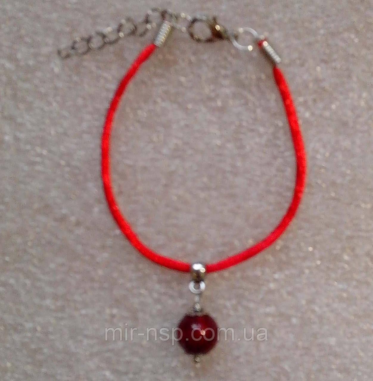Красная нить оберег натуральный камень Коралл 8 мм