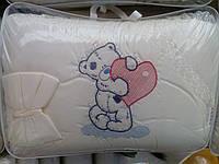 """Набор в кроватку """"Мишка с сердечком"""" с  вышивкой"""