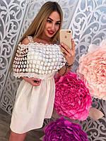 Модное летнее платье с оборкой открытые плечи с пелериной белое, розовое, голубое