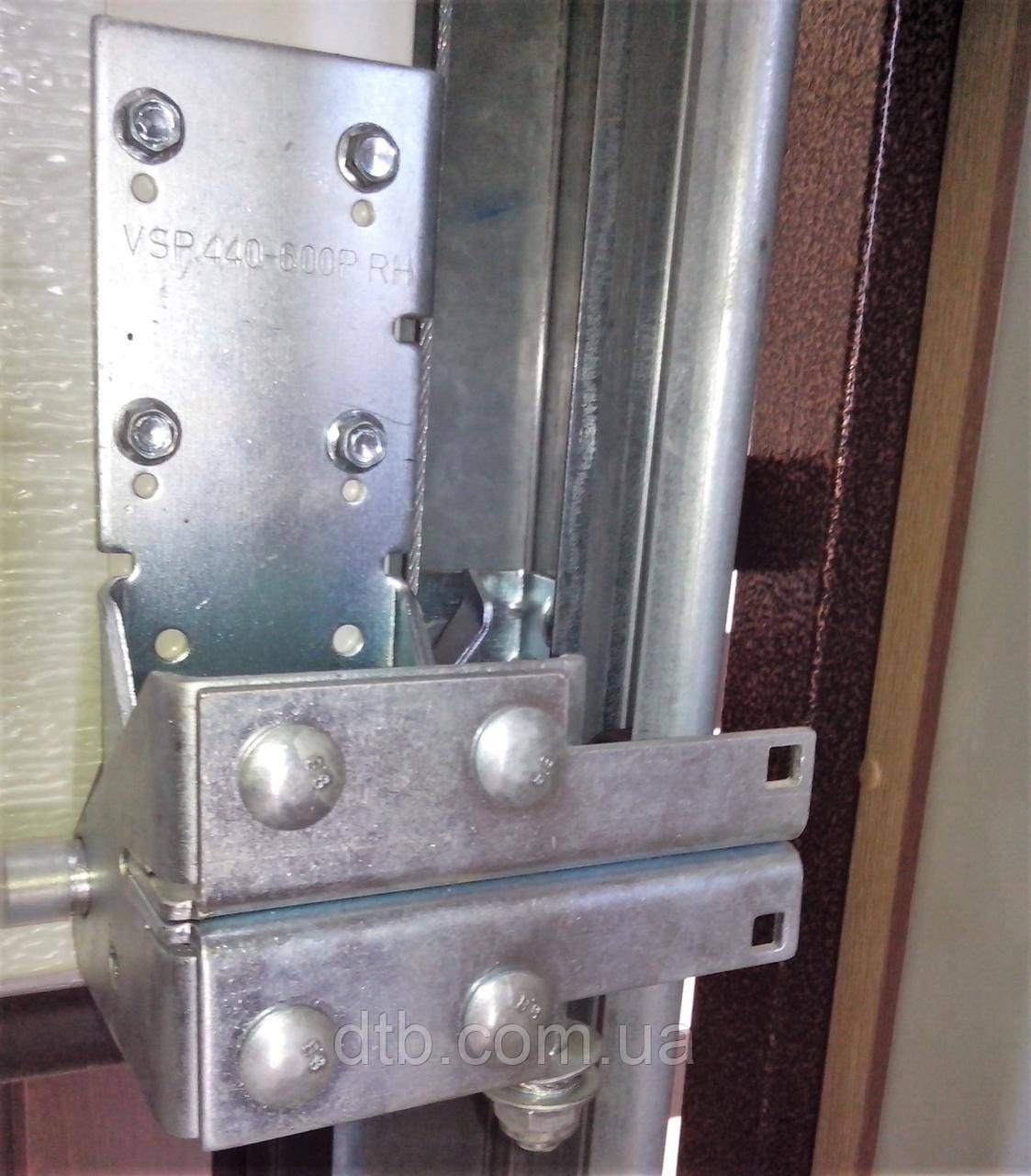 Кронштейн для ролика нижний RBI446 ворот промышленных секционных Alutech