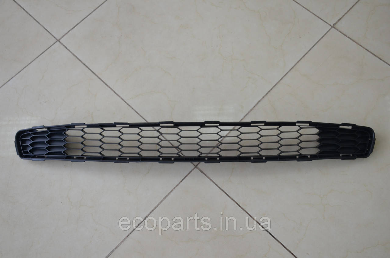 Решетка переднего бампера Nissan Leaf