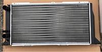 Радиатор охлаждения Audi 80 596мм с кондиком 8A0121251