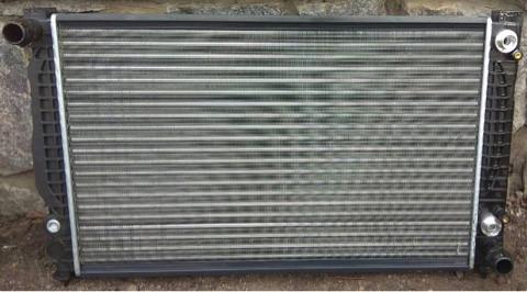 Радиатор охлаждения Audi A4/A6 2.4/2.8 VW B-5 2.5TDi Автомат 8D0121251L