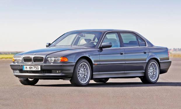 Лобовое стекло BMW 7 E38 с местом под датчик и обогревом (1994-2001)