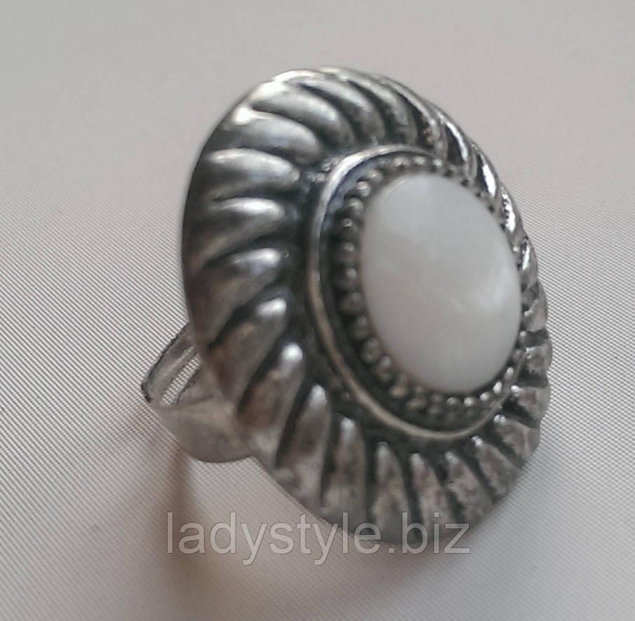 Перстень с белым перламутром