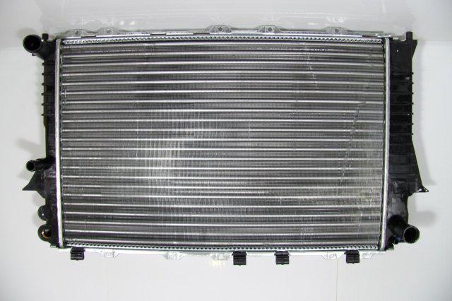Радиатор охлаждения Audi 100 A6 (91-97) 2.6/2.8 3вых. 4A0121251G