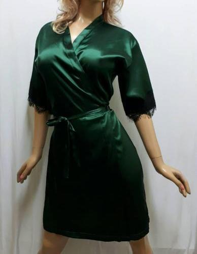 Атласный халат с красивым чёрным французским кружевом , от 44 до 50  р-ра