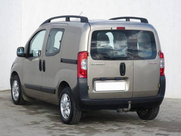 Заднее стекло (распашонка левая) без э.о. с отверствием на Fiat Fiorino, Citroёn Nemo, Peugeot Bipper