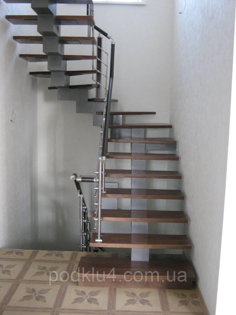 Лестницы внутридомовые на ступенчатом косоуре