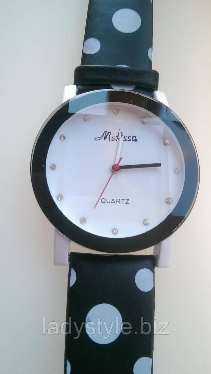 Яркие стильные черно- белые часы