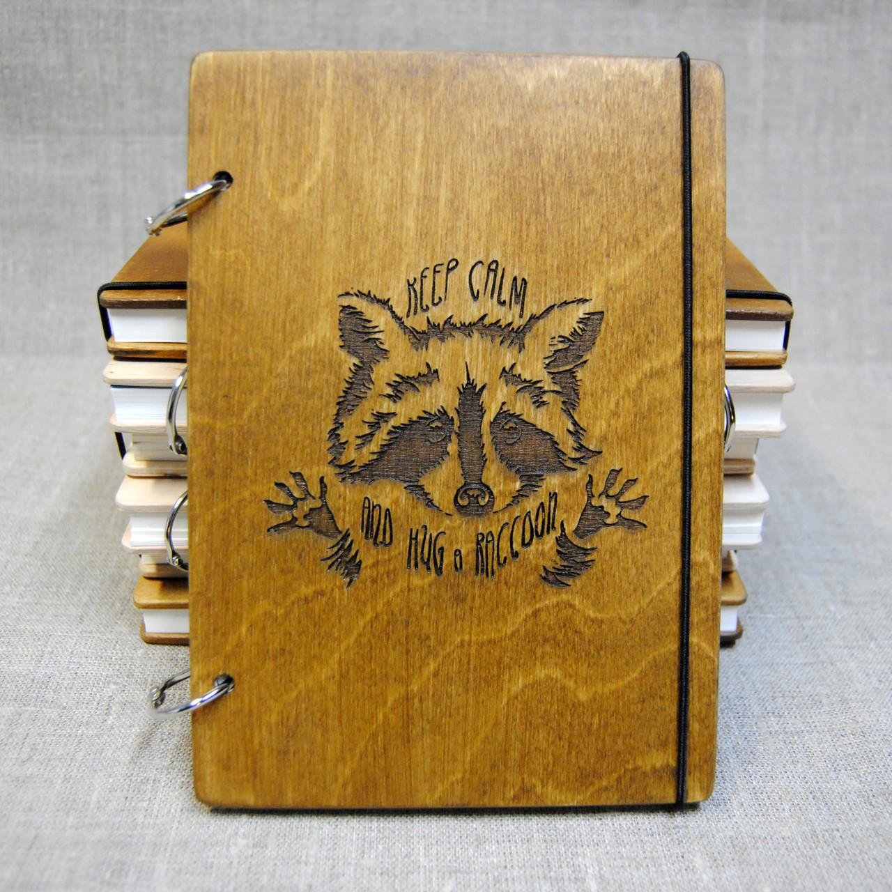 Скетчбук Енот. Блокнот с деревянной обложкой.