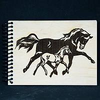 """Блокнот с дерева мини """"Две лошадки"""".чёрно-белые.деревянный блокнот"""