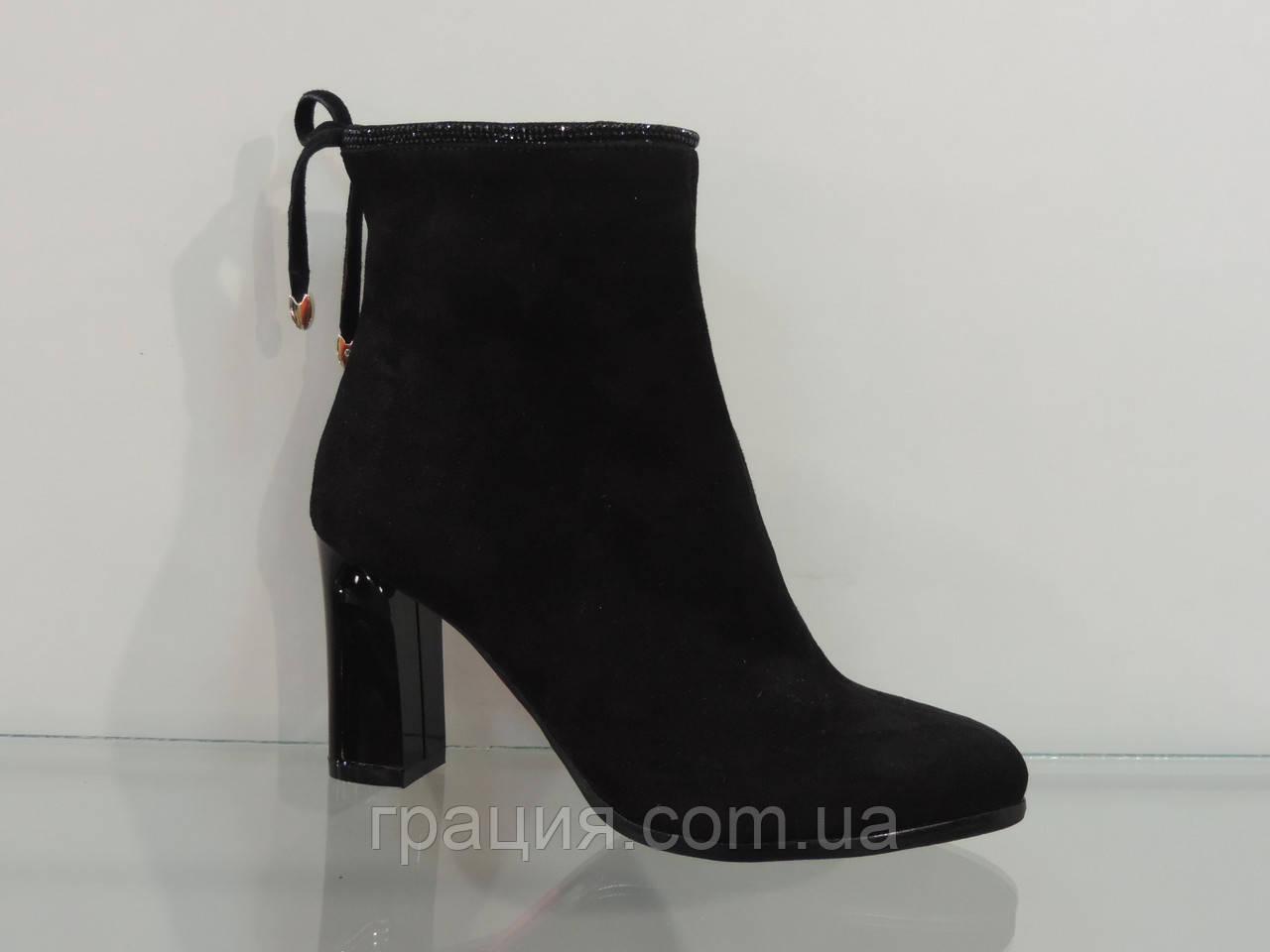 Модні жіночі замшеві черевики на підборах чорні