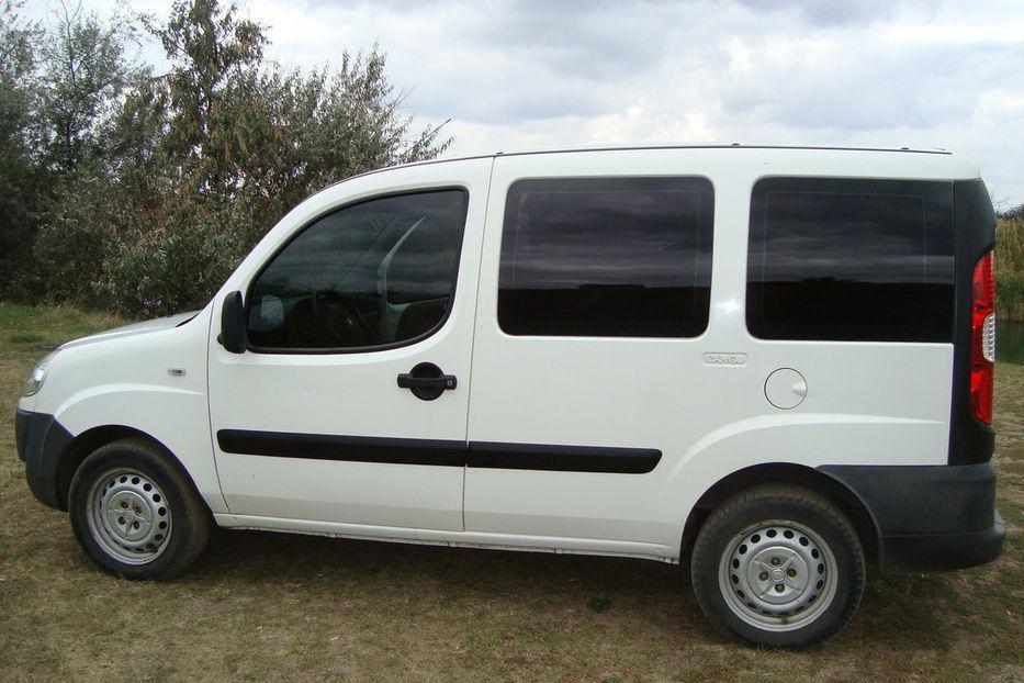 Задний салон, короткая база левое окно на Fiat Doblo 2000-