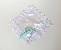 Кружевной платочек, белый с бирюзовым бантиком.