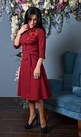 Красиво платье с вышитой веточкой розы