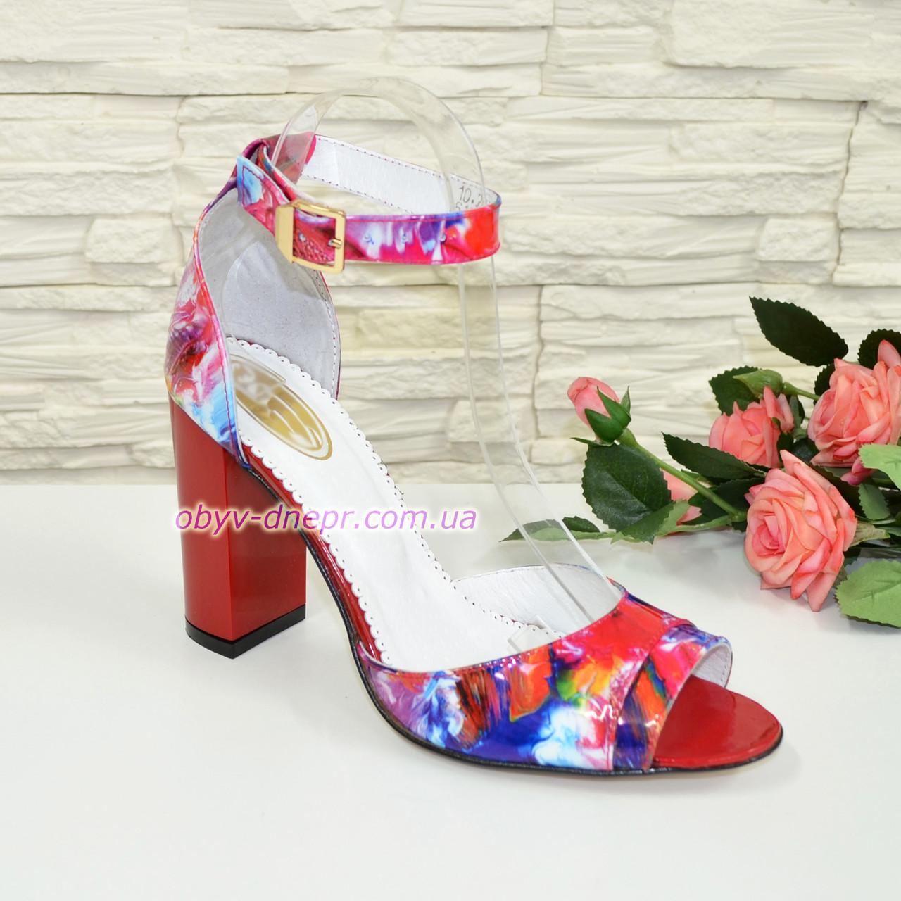 Женские лаковые босоножки на устойчивом высоком каблуке
