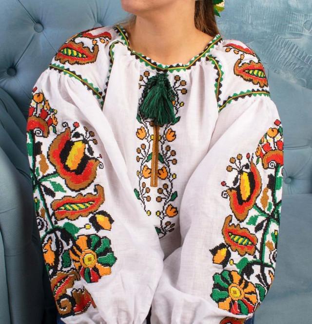 Льняная женская вышитая блуза Колорит Олива