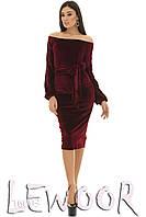 Вечернее велюровое платье с декольте
