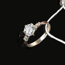 Серебряное кольцо с камнем и золотой вставкой 17 размер