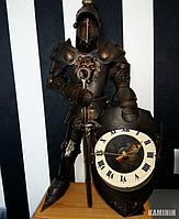 Аксессуар Рыцарь с часами в классических доспехах 60 см.