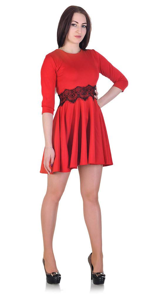 Платье с гипюром на талии красное