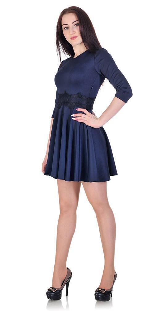 Платье с гипюром на талии синее