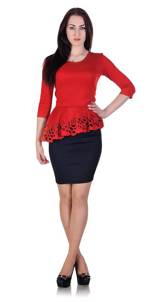 Красная блузка с черной юбкой