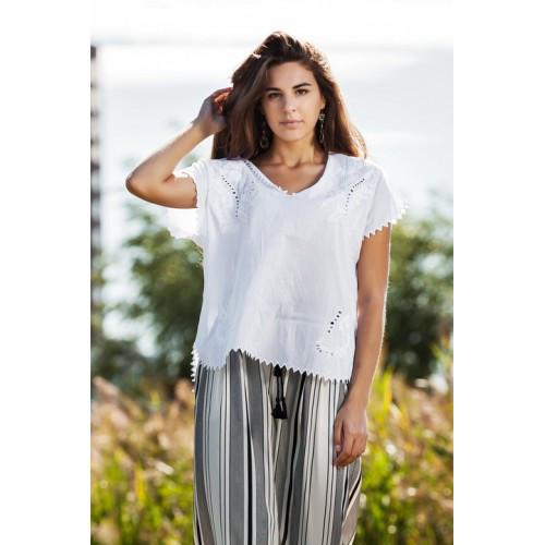 Белая молодежная блузка