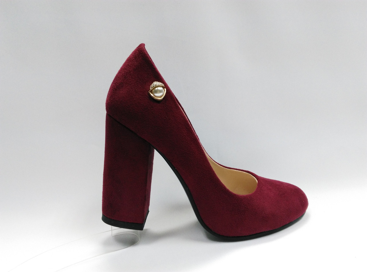 Замшевые туфли на каблуке .Маленькие ( 33 - 35 ) размеры.