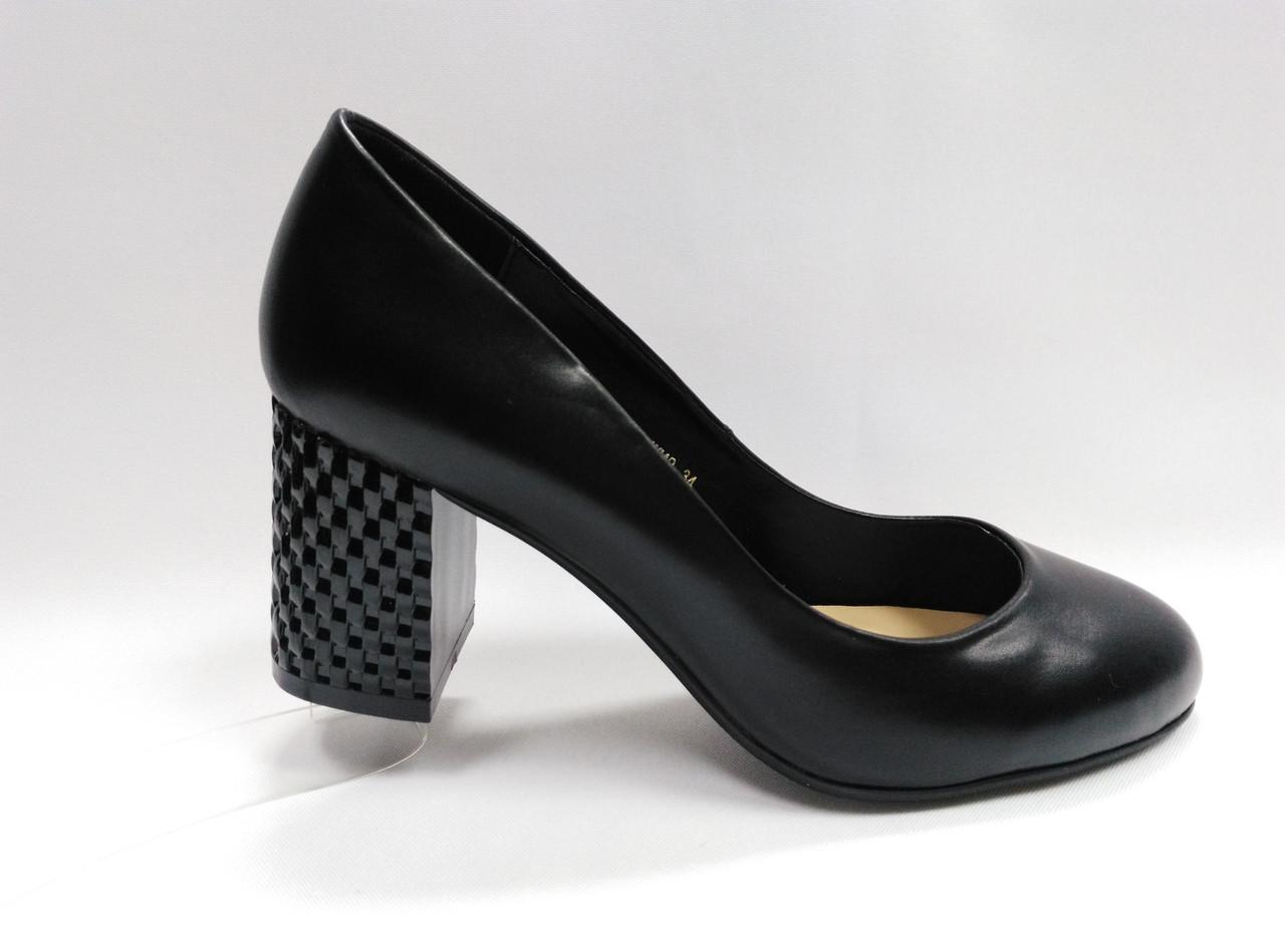 Кожаные туфли на каблуке. Маленькие ( 33 - 35 ) размеры.