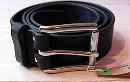 Мужской ремень 4 см, кожаный с литой пряжкой из стали.