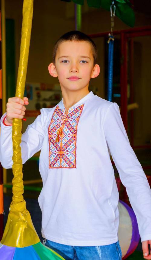 Дитяча вишита футболка на довгий рукав